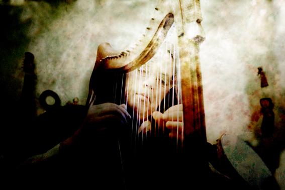 przy harfie_male